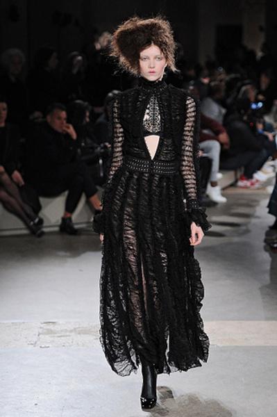Неделя моды в Париже: показы Alexander McQueen и Paul & Joe ready-to-wear осень — зима 2015-2016   галерея [1] фото [6]