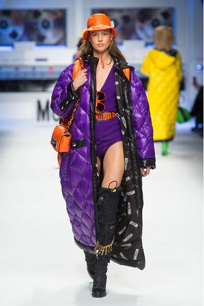 Показ Moschino на Неделе моды в Милане | галерея [2] фото [8]
