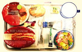 British Airways. Что можно найти под фольгой в симпатичном контейнере? Шикарную многослойную лазанью, залитую сливочным соусом.