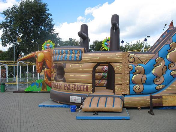 Парк аттракционов Потешная слобода в Коломенском фото
