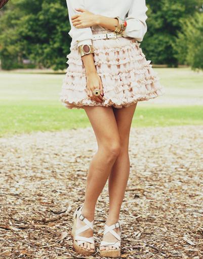 Розовая мини-юбка в оборку