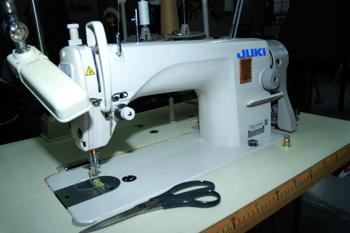 Один из самых важных предметов – швейная машинка!