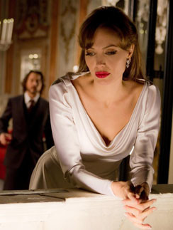 """Анджелина Джоли (Angelina Jolie), кадр из фильма """"Турист"""""""