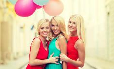 13 стильных платьев для выпускного вечера