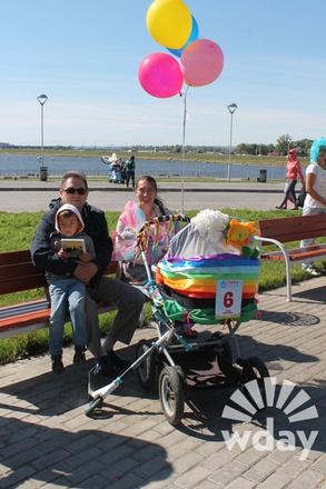 Парад колясок прошел в Казани август 2015