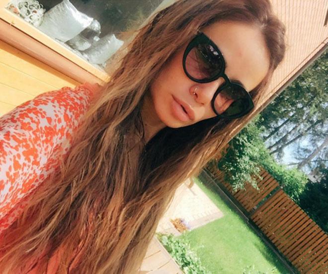Няня спасла Айзу Долматову и ее сына от пожара