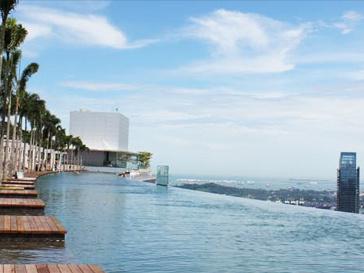 Бассейн в гостинице Marina Bay Sands