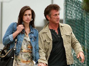 Шон Пенн (Sean Penn) любит девушек помоложе.