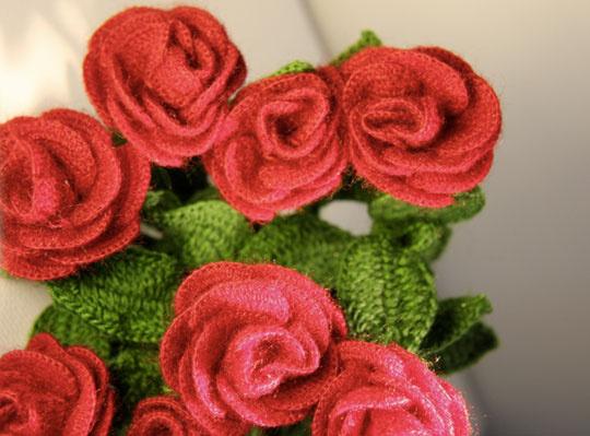 Вязаные розы