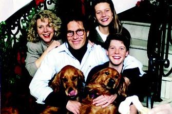 Счастливое семейство в середине 80-х: Блай Дэннер (мама), Брюс Пэлтроу (папа) и их дети Гвинет и Джейк.