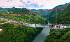 китае открыли самый большой мире стеклянный мост выглядит