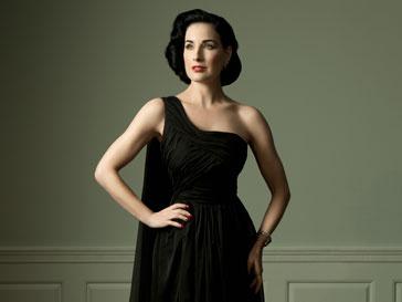Корсет, шелк и класические цвета - отличительные особенности нарядов от Диты Фон Тиз (Dita Von Teese)