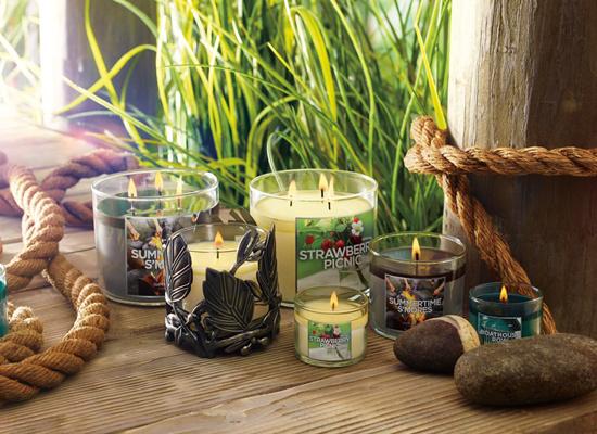 В коллекции Lakeside Summer от Bath & Body Works представлено 7 свечей.