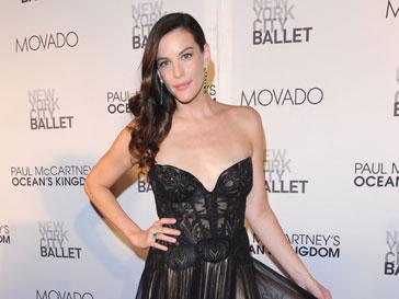 Лив Тайлер (Liv Tyler) пойдет по стопам своего знаменитого отца и споет в рекламе Givenchy