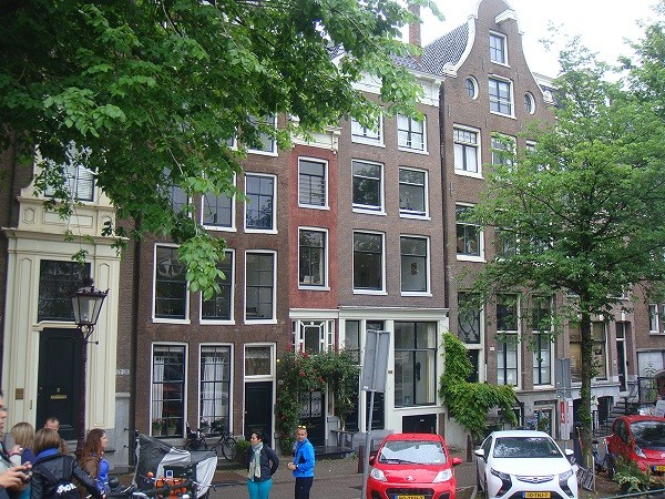 По амстердамским набережным можно ходить часами