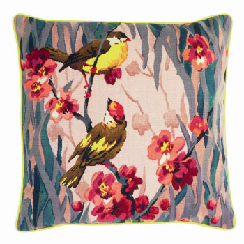 Подушка Birdie Blossom, Paul Smith, салоны The Rug Company.