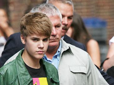 В честь Джастина Бибера (Justin Bieber) создали золотой бюст