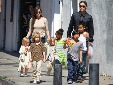 Анджелина Джоли (Angelina Jolie)сбежала от детей и мужа