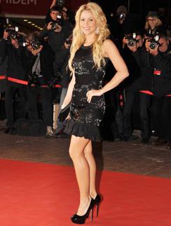Если вы хотите повторить образ Шакиры, не забудьте, что она использует макияж натуральных оттенков