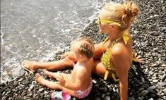 Солнечная Таня: Навка с дочкой загорают в Сочи