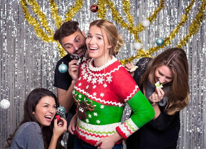 Появился первый в мире съедобный рождественский свитер