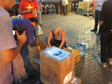 Анастасия Волочкова прибыла на место сбора вещей для пострадавших во время наводнения на Кубани.