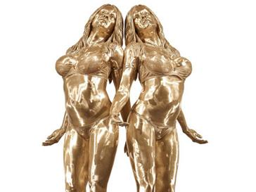 Скульптура Памелы Андерсон