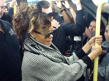 Рианна (Rihanna) в метро