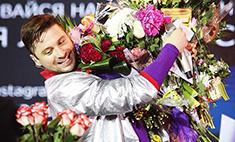 Во время концерта Сергей Лазарев снова упал