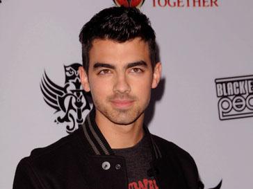 Джо Джонас (Joe Jonas) и звезда «Сумерек» Эшли Грин (Ashley Greene) были вместе с лета прошлого года