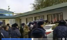 дагестанские женщины попытались взять штурмом офис газпрома качества