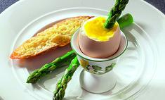 Яйца всмятку со спаржей