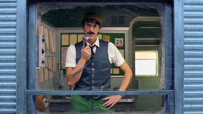 Владелец «Оскара» Эдриен Броуди сыграл кондуктора врождественском ролике H&M