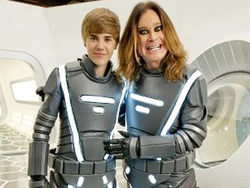 Джастин Бибер (Justin Bieber) и Оззи Осборн (Ozzy Osborne) в космических костюмах
