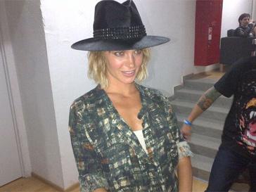 Наталья Ионова примерила ковбойскую шляпу фронтмена группы Аксла Роуза.