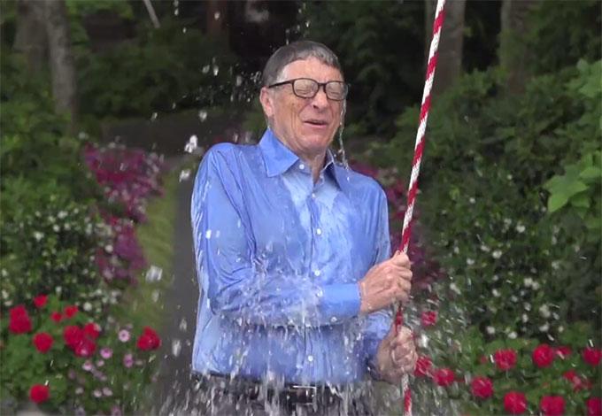 … Билл Гейтс вызов принял и передал эстафету...