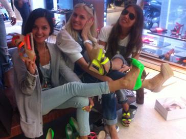 Катя Ли и Саша Савельева отправились на обувной шопинг с подругой