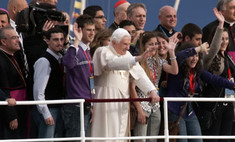 Британки обратятся к папе римскому через рекламу на автобусах