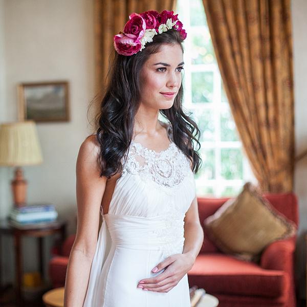 Как украсить цветами свадебную прическу?   галерея [1] фото [4]