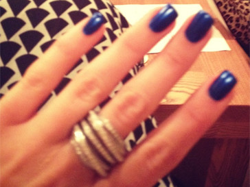 Похоже, у Ксении Бородиной нет одного любимого оттенка. Телеведущая постоянно меняет лаки для ногтей.