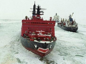 Ледоколы «Адмирал Макаров» и «Красин» спасли застрявшее в Сахалинском заливе судно