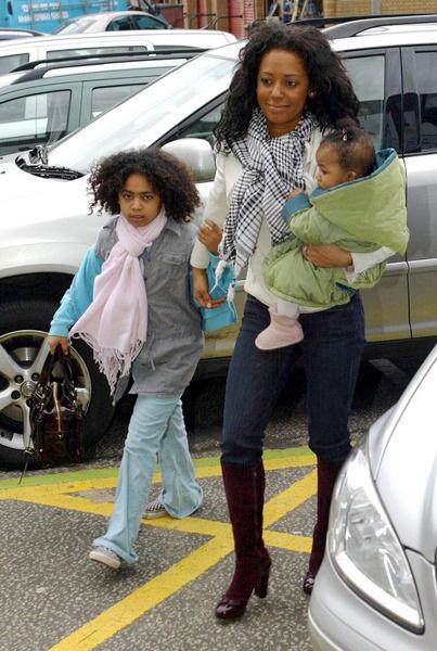 Мел Би со своими дочерьми