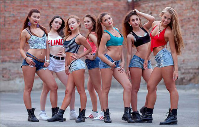 Сибирячки, покорившие youtube горячими танцами