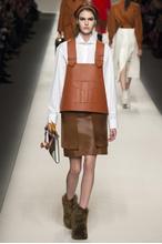 "На показе Fendi в рамках Недели моды в Милане падшие  ""ангелы "" Даутцен Крез и Карли..."