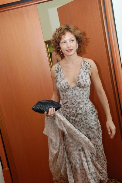 Для Алены были подобраны платье Zac Posen, клатч RoDo и туфели Giuzeppe Zanotti