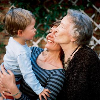 Мать и бабушка – очень разные роли, которые могут друг друга дополнять.