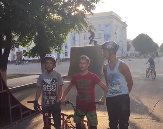 Россияне поддержали флешмоб #медальИсинбаевой #прыгайкакИсинбаева