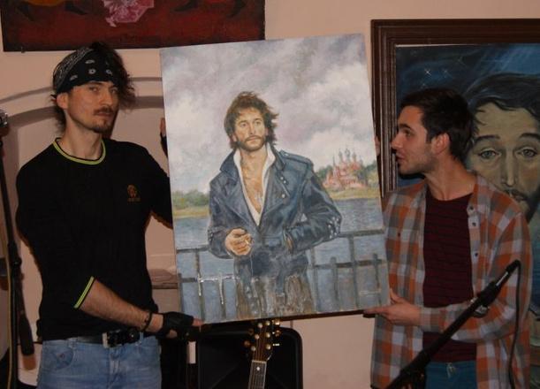 Сергей Долганов вручил портрет сыну Игоря Талькова
