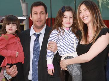 Адам Сэндлер (Adam Sandler) приехал на церемонию с семьей