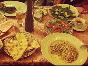 В Италии Нюша не отказывала себе в удовольствии вкусно поесть
